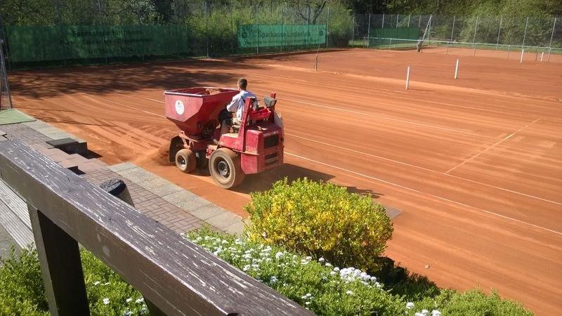 Frühjahrsrenovierung der Tischtennisplätze